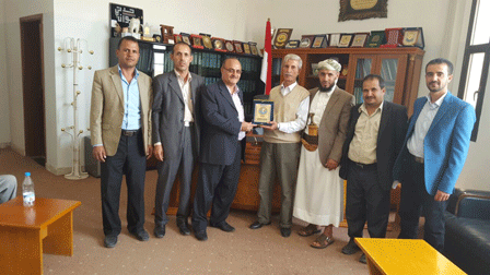 جامعة ذمار تكرم أحد كوادرها العرب، بمناسبة انتهاء فترة عمله في اليمن