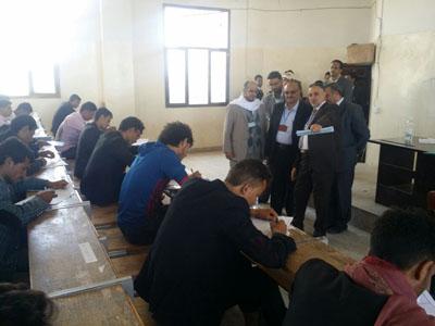 رئيس جامعة ذمار يزور مراكز امتحانات القبول للطلاب المتقدمين للالتحاق بكلية العلوم الإدارية