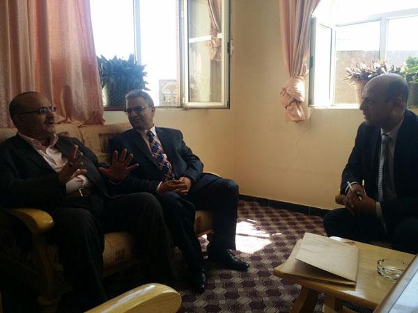 رئيس جامعة ذمار يزور كلية طب الأسنان، ويوجه بشراء عشرين كرسي أسنان للوحدة التعليمية بمستشفى الكلية