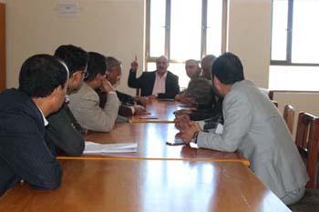 رئاسة جامعة ذمار وعمداء الكليات ونقابة اعضاء هيئة التدريس يؤكدون استمرار العملية التعليمية